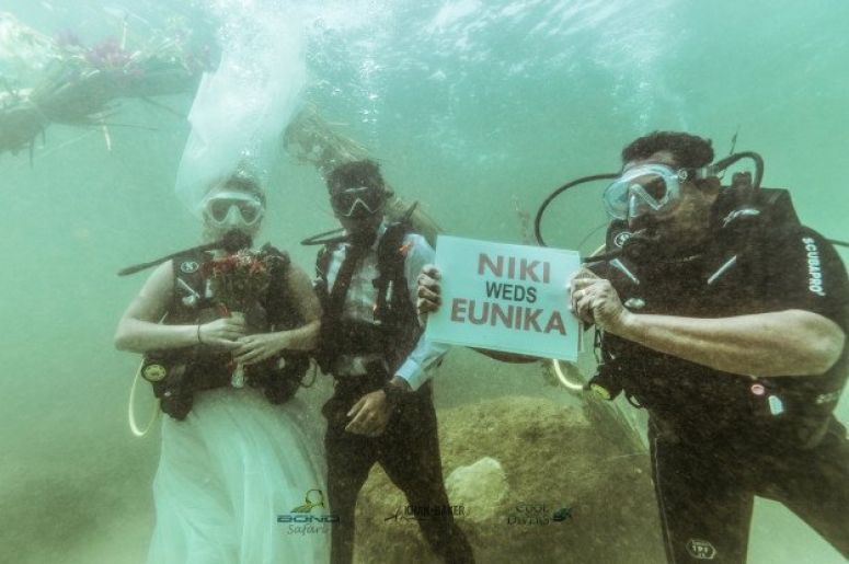 India's 1st Underwater Wedding Just OCCURRED In Kerala. Watch The Few MAKE THE LEAP In Style